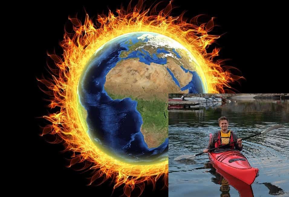 Eivind Trædal i kano foran brennende jordklode